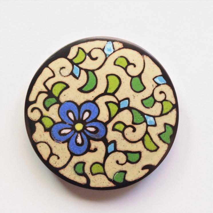 古代の彩り・泥七宝「花柄 ペーパーウェイト」丸型 クリーム